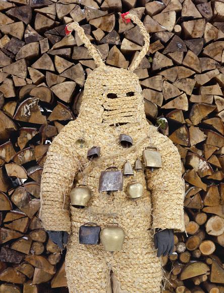 http://http://ngm.nationalgeographic.com/2013/04/europes-wild-men/img/16-eve-pelzmartle-germany-670.jpg