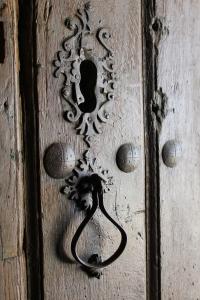 cerradura, románico